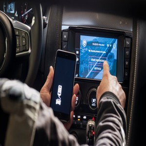 Global In Vehicle Infotainment Market